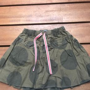 Rigtig fin camouflage nederdel med stribet bindebånd