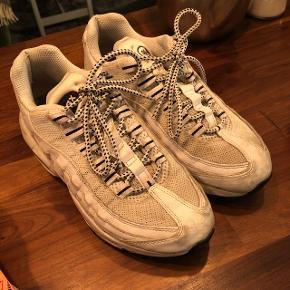 Nike air max 95 i hvid, ny pris 1500. OBS str. 38.5  BYD gerne