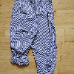 Fineste vintage bukser, som jeg har arvet, men må nok indse at jeg ikke får dem brugt. Den ene bukseknap er lidt slidt..