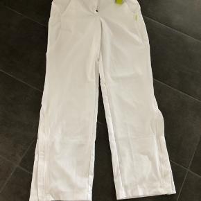Micro pants i helt hvide med tags  Super lækre  Kan ikke passe dem