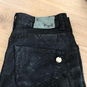 Pieszak jeans med slangeprint Str 26, ca xs/s