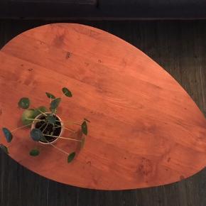 Flot solidt sofabord i palisander træ. Bordet står som nyt. Np: 2000kr - Sælges for kun 500kr  Kan afhentes på Østerbro. Bytter ikke 🙂
