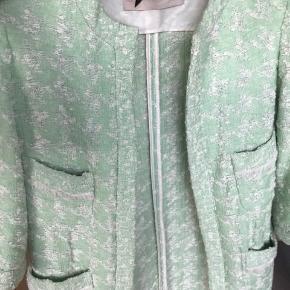 Skøn boucle tweed jakke fra zara  Str Small Nypris 599