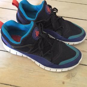 Varetype: Sneakers Farve: Sort Oprindelig købspris: 1200 kr. Prisen angivet er inklusiv forsendelse.  Nike Air Hiarache Free. Med Free sålen.