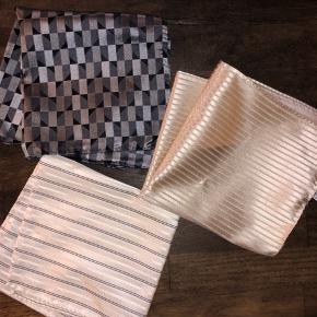 Helt nye fantastiske lækre silke lommeklude fra luksuriøse italienske Armani (Armani Collezioni). Made In Italy, 100% silke. Kostede 800 kr. stykket.