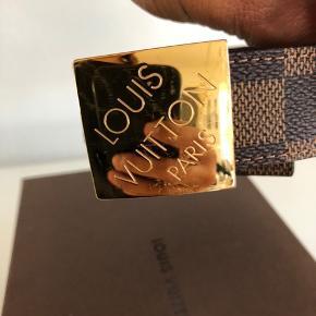 Louis Vuitton bælte brugt få gange. Str. 86/34 Flot stand. Der medfølger ingen kvittering. Kun æsken. Mp. 2.400 kr.