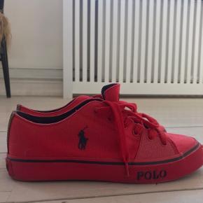 Sælges billigt, skoen er aldrig brugt og fremstår som nye. Str 41✨