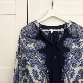 Fineste skjorte bluse fra h&m. Brugt få gange, fremstår uden fejl.