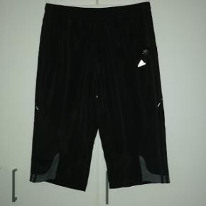 Lækre shorts/badeshorts fra Adidas Climacool med netinderfoer i str UK L
