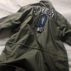 Jeg sælger min jakke fra Lollys Laundry. Nypris var kr. 1.000,00.  Er købt i Magasin for 2 mdr. siden.  Aldrig brugt.  Den er i grøn og størrelsen er medium.  Kom med et bud.