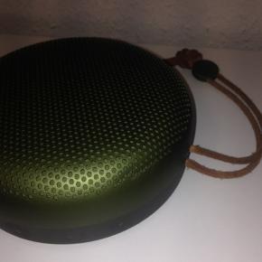 B&O A1 højtaler sælges, alt medfølger, samt kvittering og prisen er 300 ink fragt, sælges nu og her