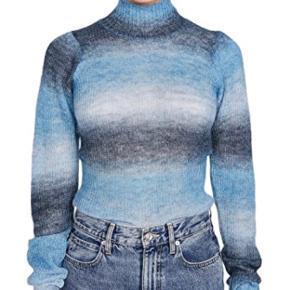 Smuk blå strik fra custommade, med let puf i ærmerne og høj hals💗