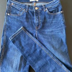 Der er strech i bukserne.