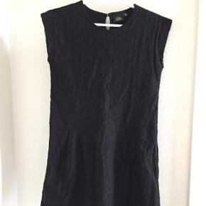 Super fin kjole fra Petit by Sofie Schnoor. Brugt få gange. Nypris: 400 kr