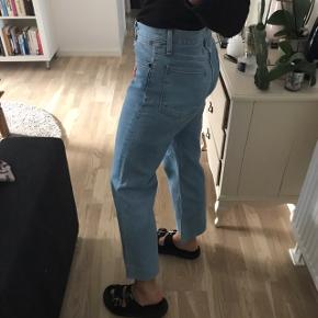 Helt nye jeans i blødeste materiale!