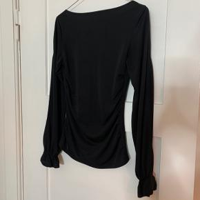 Sælger min flotte Assure bluse. Np omkring 500kr