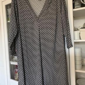 Kjole/ Tunika fra H&M, BIB, str. XL. Vasket, brugt to gange. Behageligt og pæn.
