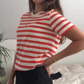 Rød/hvid stribet t-shirt. Fejler intet.      Tags: Mads Nørgaard, COS, &Other Stories, H&M, Zara, Filippa K