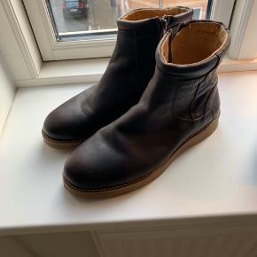 Et Al design støvler. Str 42. Nye og ikke brugt.