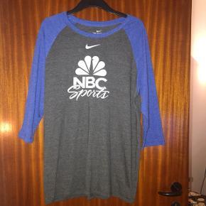 Nike thsirt grå og blå str L.