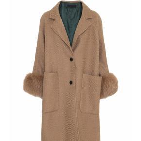 ***SØGER*** denne jakke fra meotine! I str xs eller s. Modellen hedder Amalie, og farven camel. Standen er ikke vigtig.