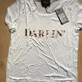 """Fed t-shirt med rosa glimmer skrift """"Darlin"""" Aldrig brugt - stadig med mærke på"""