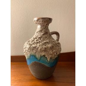 KERAMIK STREHLA  Fin buttet lille Strehla vase ca. 20 cm høj  Afhentes i Øgaderne - Aarhus  Bud modtages for hurtig handel.