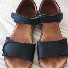 Fine sandaler - brugt sidste sommer. Køber betaler Porto