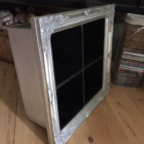 Fed cd reol i rokoko stol fra Ilva 40 x40 x17
