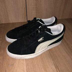 Jeg sælge mine puma sneakers, som er brugt 2-3 gange, så stadig som nye.