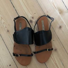 """& other stories sandaler. Brugt et par gange. Kan ikke ses når man har dem på. Slid kun under og i selve """"sålen"""""""