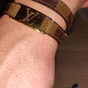 Louis Vuitton armbånd fra LV butikken i København.   BYD i kommentarfeltet eller send en PB.