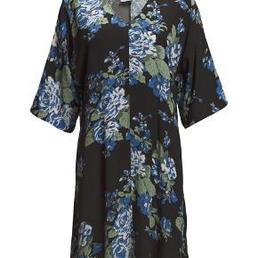 """Haves i sort med blå blomster og lyserød med sorte """"pletter"""" Sælges til 300pr stk"""