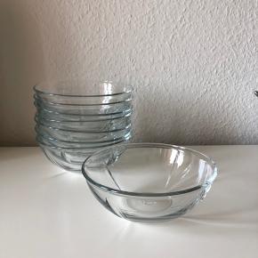 Sælger disse 8 skåle fra Rosendahl-softserien. Tre har et par små kalkpletter, men det er kun noget man ser, hvis man leder efter det. Resten har stortset aldrig været brugt.  Kan hentes i Odense eller Fredericia.