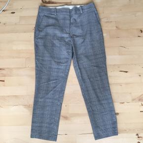 Behagelige bukser fra H&M! De er blevet brugt men er i fin stand, som det fremgår på billederne. Smid en kommentar eller send mig en besked, hvis du har nogen spørgsmål 😁