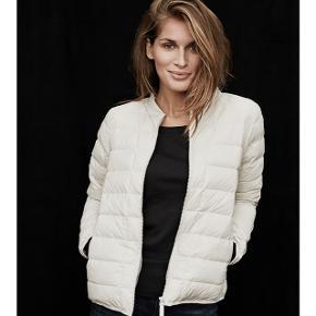MIN ER I SORT! Så fin jakke jeg dog bare aldrig har fået brugt. Nypris er 999 kr.