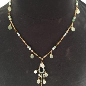 Smuk halskæde  Som ny Grønlige farver