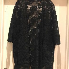 Oversize blonde kimono i one size  Men lommer foran Ny pris 699kr