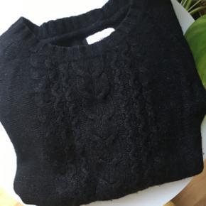 Langærmet uld strik. Kom med et bud og se mine andre annoncer   Kan købes og afhentes i Lidkøb på Østerbro stand 7-03