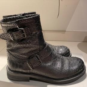Sælger Billi bi støvler 1919 warm lining - brugt Max 5 gange, og frem står derfor som nye