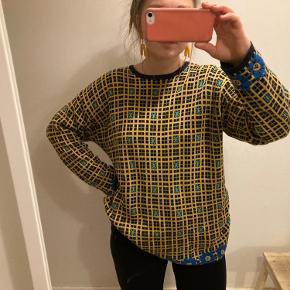 Stor og lang sweater med fint mønster BYD endelig🌻