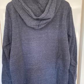 Hætte trøje med lynlås, brugt få gange, rigtig pæn stand.