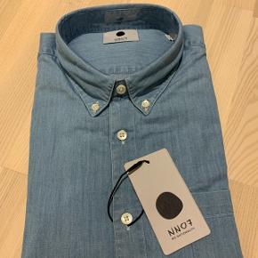 NN07 skjorte. Str L. Ikke pakket ud.