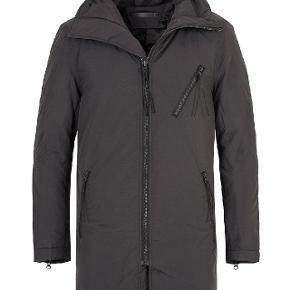 Sælger denne stilede og lækre vinterfrakke/efterårsfrakke fra det populære svenske modemærke tiger of sweden. Den fremstår som ny. Byd!