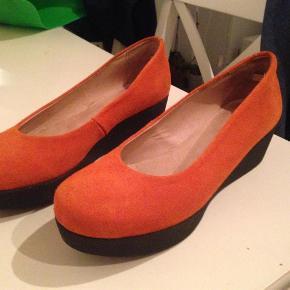 Varetype: Flotte orange Sko Farve: Orange Oprindelig købspris: 600 kr.