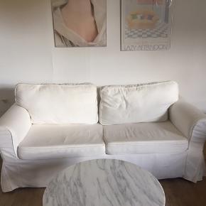 Sælger hvid 2-personers sovesofa (Grönlid - https://www.ikea.com/dk/da/p/groenlid-2-pers-sovesofa-inseros-hvid-s09282104/) til afhentning. I fin stand. Betræk kan tages af, hvis det ønskes at blive vasket.  Byd ind :-)