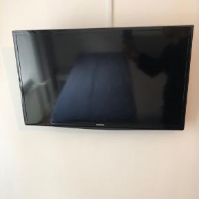 """Samsung 32""""  Model: UE32J4100  Ophæng kan medkøbes"""