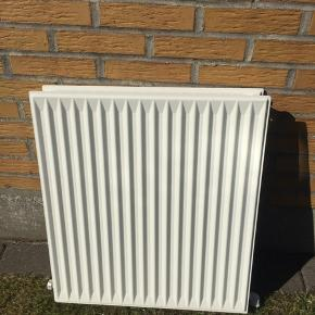 2 radiator i virkelig fin stand. 2 lags Måler 59 cm længde 10 cm bred 65,5 cm høj  Bemærk !Stk pris 300 kr Sendes ikke