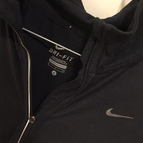 Løbe trøje fra nike str s  Sælges billigt for 35kr plus porto