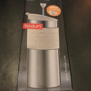 Bodum travel Press thermokop Fungere ligesom en stempelkande  Se billede  Den er helt ny  Befinder sig i Hjerting